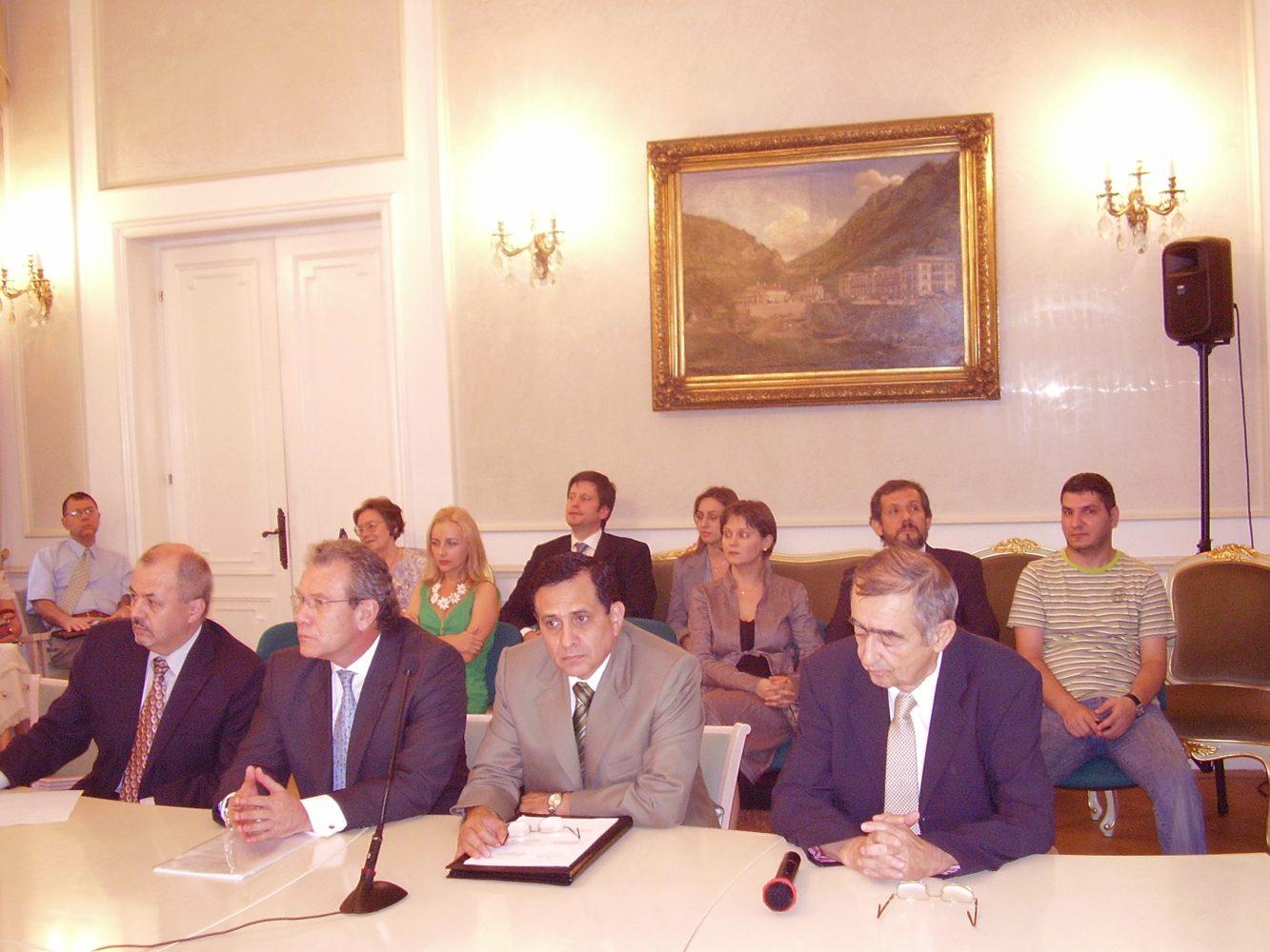 """Conferința """"Politica externă a Republicii Peru şi relaţiile ei cu România"""""""