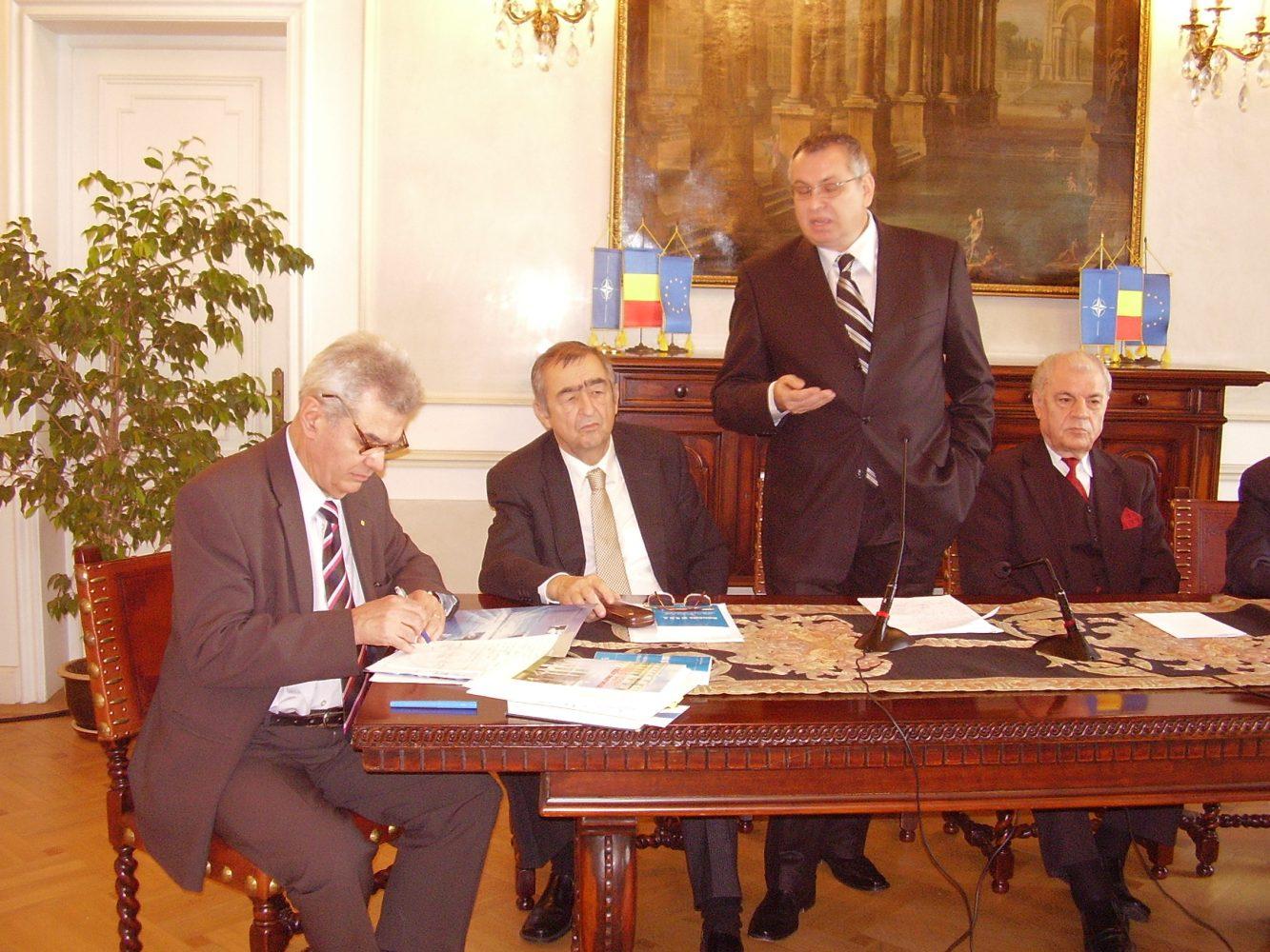 """Lansarea lucrării """"România şi SUA. De la Războiul Rece la coaliţia antiteroristă"""""""