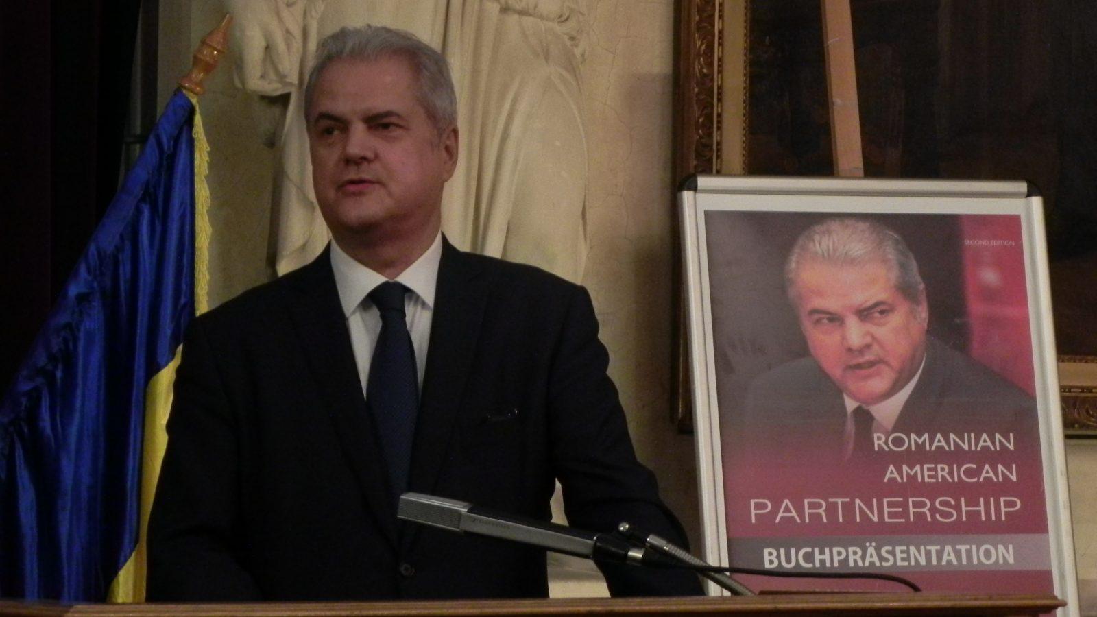 """Dl. Adrian Năstase, Preşedintele FET, invitat la Viena în cadrul Proiectului """"România în 5 culori"""""""