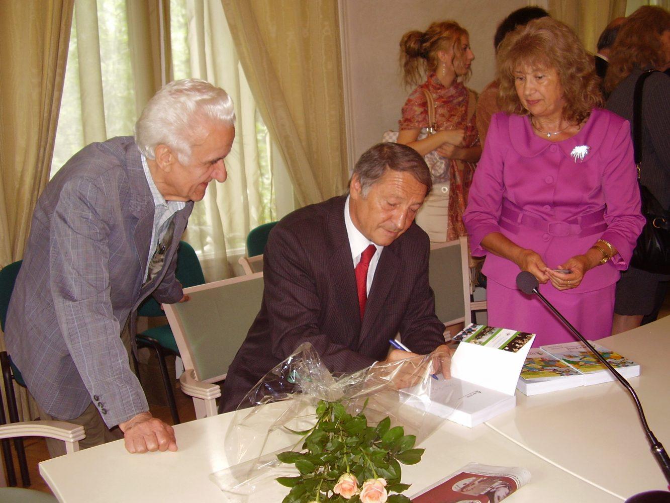 Lansarea volumului- Patru decenii în slujba diplomaţiei române