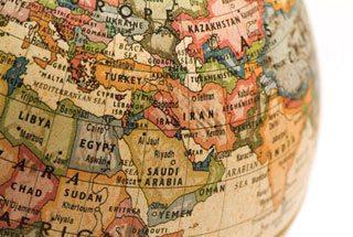 Evoluția relațiilor internaționale – între universalism și particularism