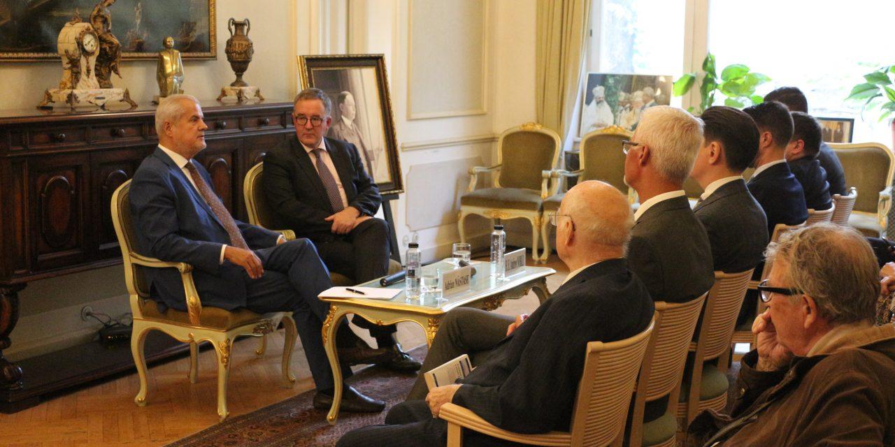 """Ambasadorul britanic la FET: """"Marea Britanie in Europa"""""""